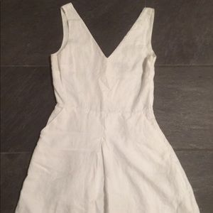 White linen dress, simple but cute.(with pockets:)